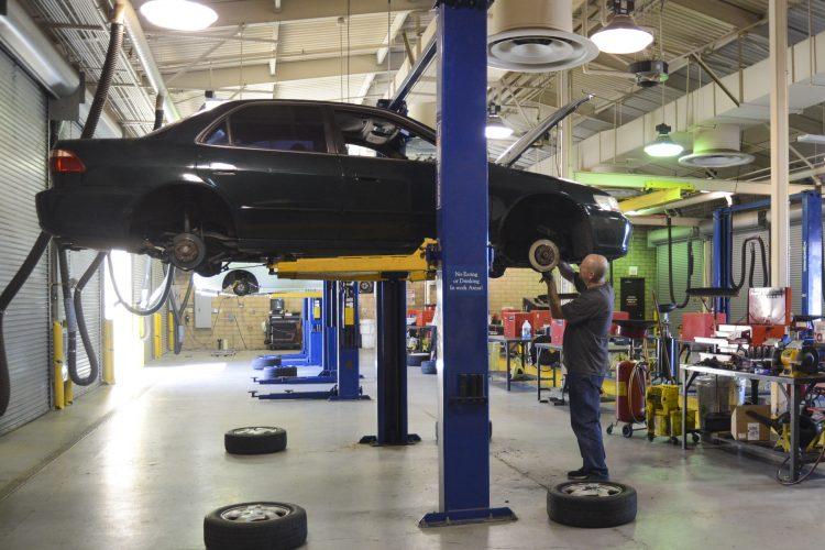 Paslaugos montavimo dirbtuvėms ir autoservisams